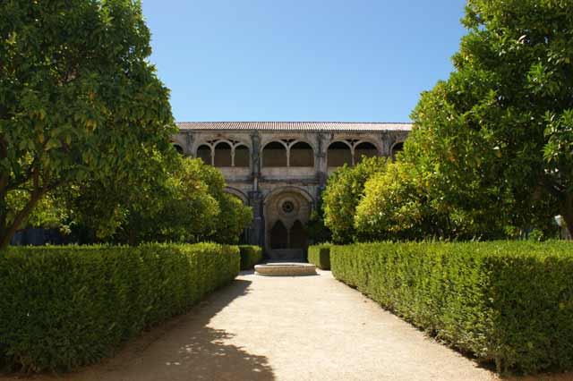 Внутренний дворик монастыря в Алкобасе