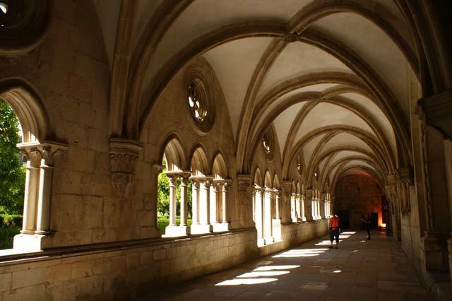 Один из коридоров монастыря в Алкобасе