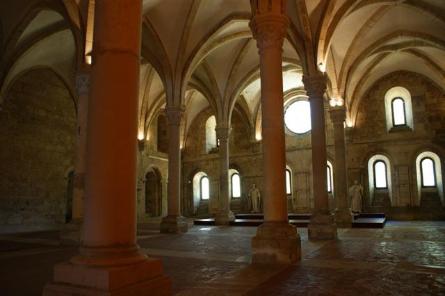 Одна из внутренних залов монастыря Алкобаса