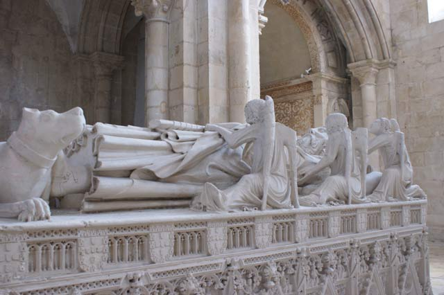 Захоронение португальского короля Д. Педро I (XIV век) в монастыре Алкобаса