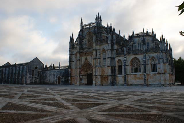 Площадь перед монастырем