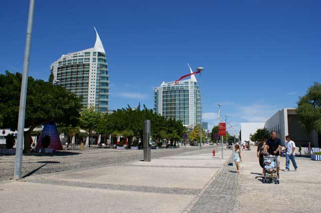 Улица Alameda dos Oceanos