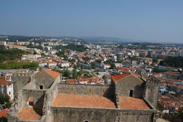 Вид на Лейрию из башни замка