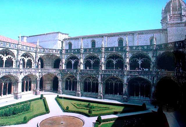 Внутренний дворик монастыря св. Иеронима